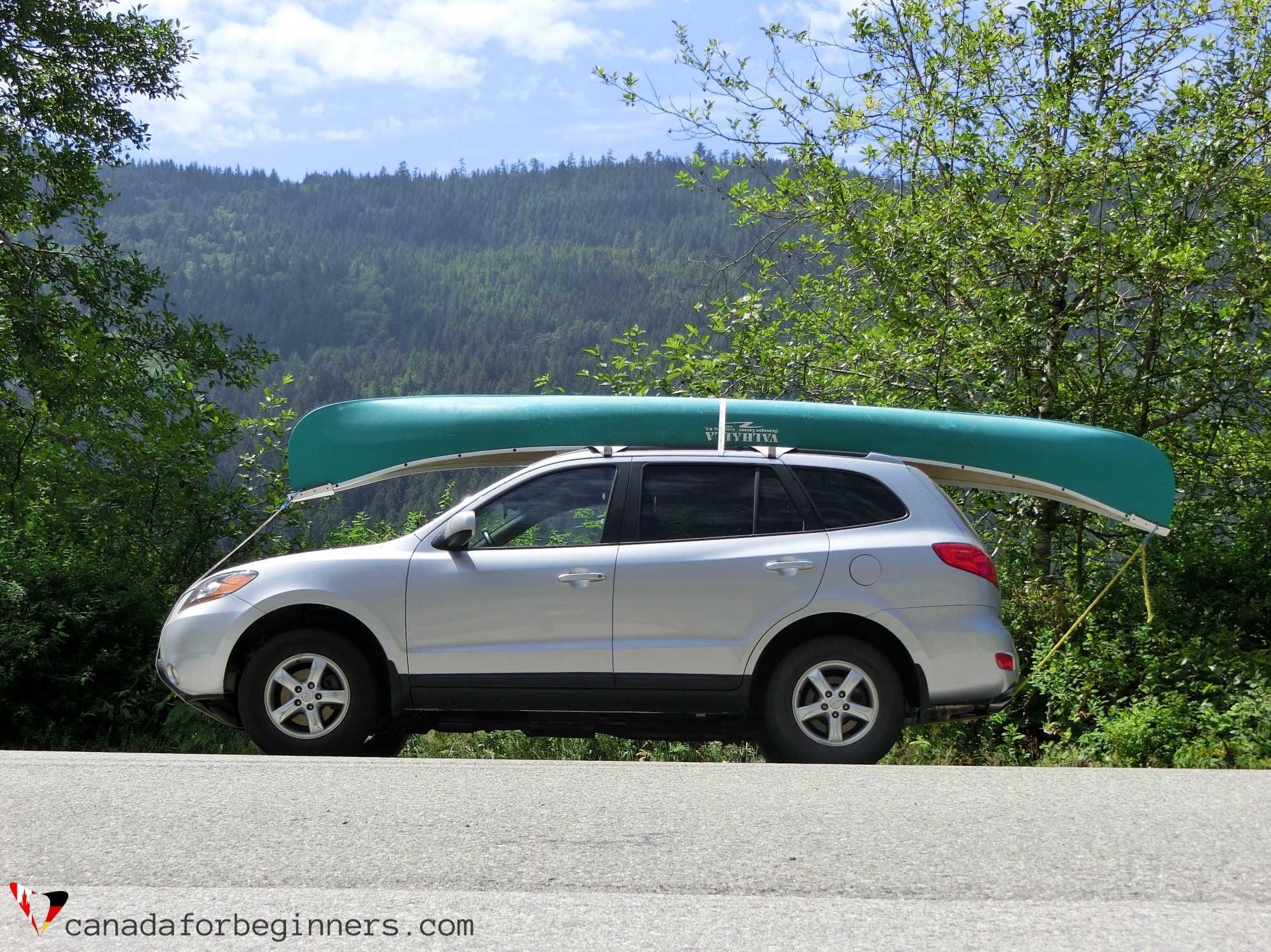 canoe mounted on car